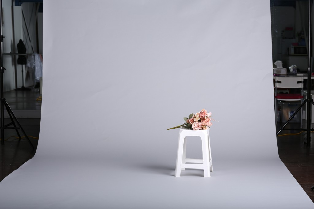 Photo of a backdrop and studio lighting test